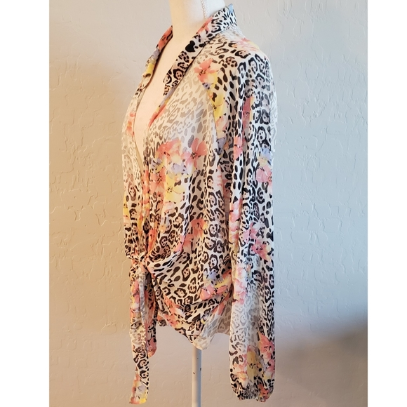 Forever 21 Tops - NEW - Multicolored Long Sleeved Blouse